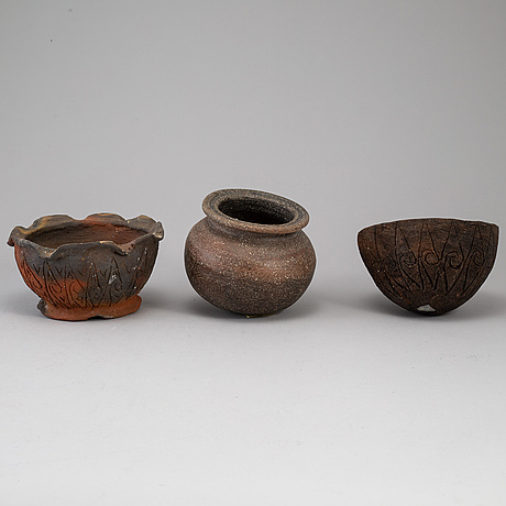 A group of six stoneware pots/vases, 20th century.