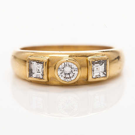 An 18k gold ring with brillliant and princess cut diamonds ca. 0.65 ct in total. anette tillander 2001.
