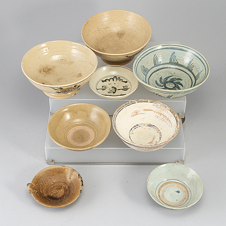 A group of eight southeast asian ceramics, mostly 20th century.