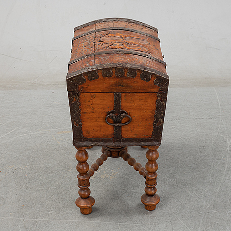 A pine chest, 18th century.