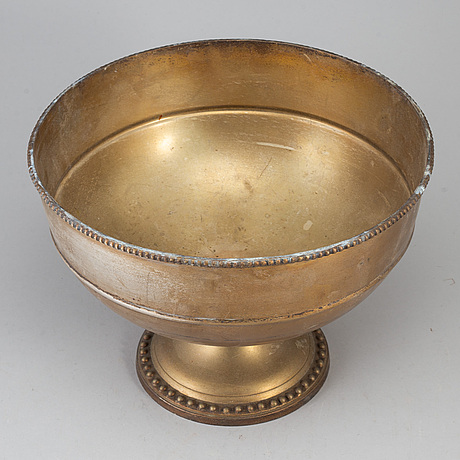 A 20th century plate champagne cooler.