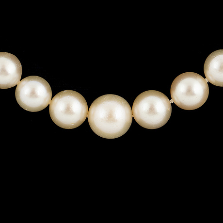 Cultured calibrated pearl necklace, clasp with emerald and old-cut diamonds.