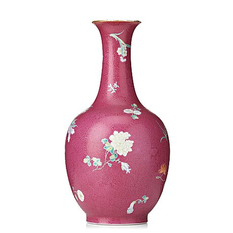 A pink scgrafitto vase, qing dynasty with qianlong mark.