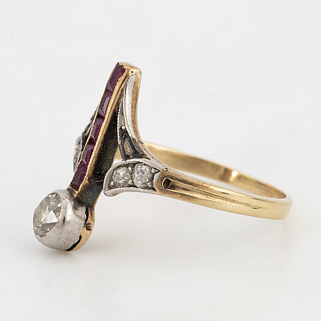 Old-cut diamond and ruby ring.