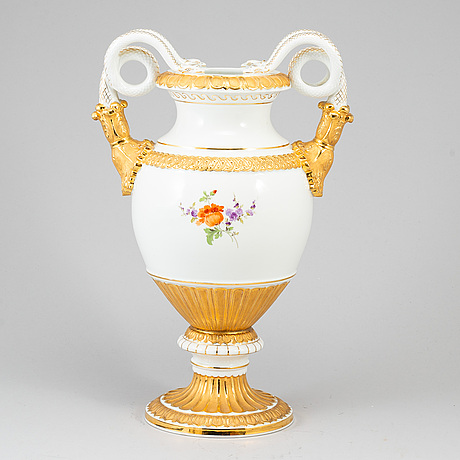 A meissen decorative porcelaine vase.