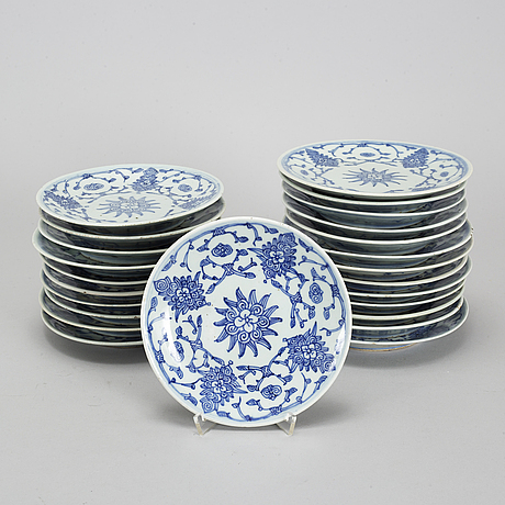 A group of 24 blue and white dishes, china, 20th century.