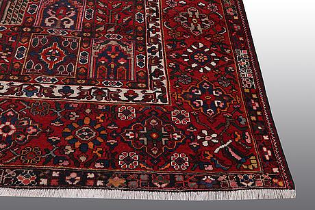 A carpet, bakthiari 390 x 305 cm.