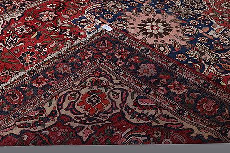 A carpet, bakhtiari, ca 393 x 290 cm.