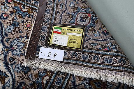 A carpet keshan, ca 305 x 187 cm.