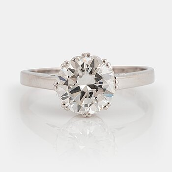 917. An 18K white gold ring set with a round brilliant-cut diamond weight 1.86 cts according to engraving.