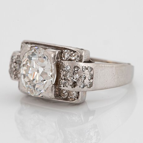 A cf carlman 18k white gold ring set with an old-cut diamond weight ca 2.10 cts quality ca h/i vs.