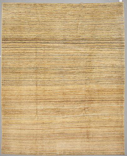 An, oriental, ca 300 x 246 cm.