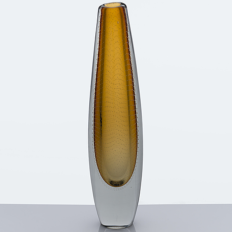 Gunnel nyman, a glass vase signed g. nyman nuutajärvi notsjö.