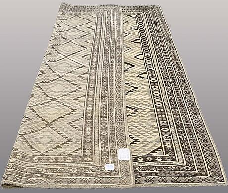 Matta, orientalisk, ca 287 x 200 cm.