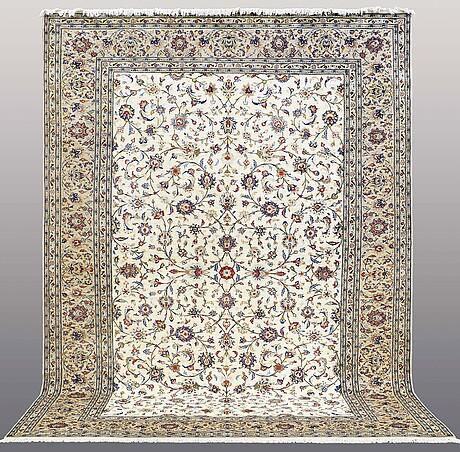 A carpet, kashan, ca 400 x 293 cm.