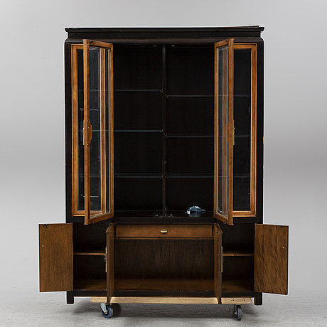 A late 20th century show cabinet.