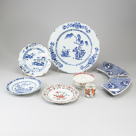 A group of eight porcelain objects, mostly qing dynasty, 18th century and japan, meiji.