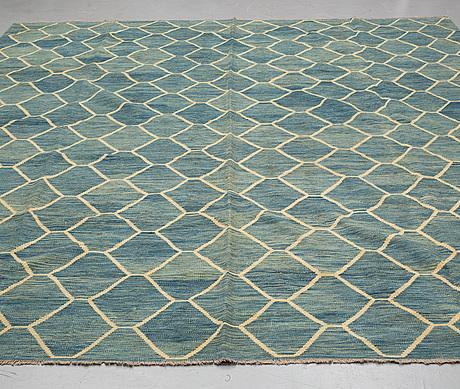 A carpet, kilim, ca 393 x 296 cm.