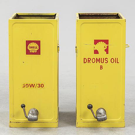 Oljebarer, 2 stycken, shell, 1900-talets mitt.