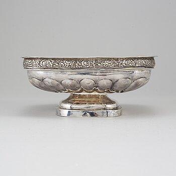 A Russian silver bread bowl, Thomas Sohka, St. Petersburg 1839.