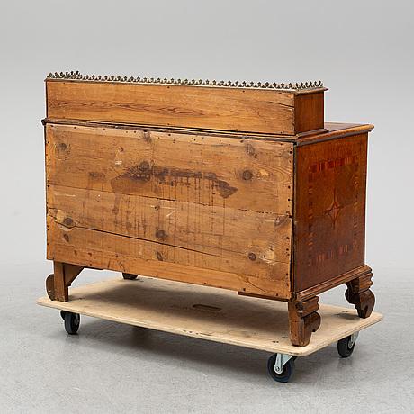 ByrÅ med uppsats, senbarock, omkring 1700-talets mitt.
