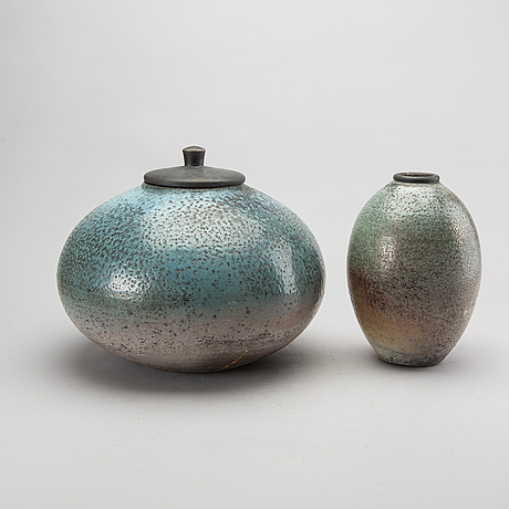 A lidded urn and a avse by dan leonette, ceramics, signed.