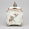 A japanese kaiemono censer with cover, 19th century.