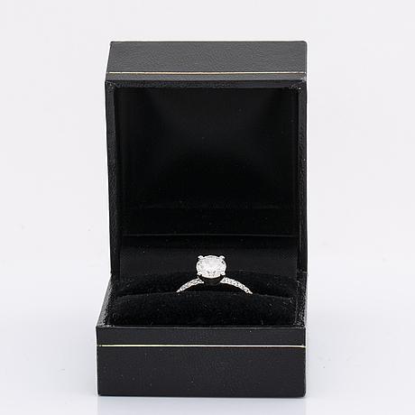 Diamond ring 14k whitegold 1 brilliant-cut diamond 1,02 ct, h si2, smaller diamonds approx 0,10 ct, gia certificate 2015.