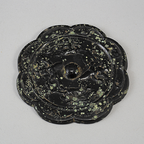 Eight-lobed bronze mirror with mythical animals, tang dynasty (618–907).