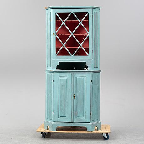 A circa 1800 gustavian corner cabinet.
