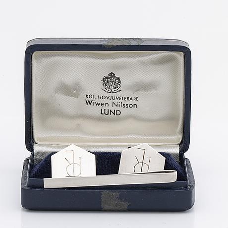 Wiwen nilsson, a pair of cufflinks and a tiepin, silver, lund, 1968 och 1971. total weight ca 23,5 gram.