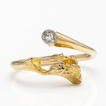 "BJÖRN WECKSTRÖM, An 18K gold ring ""Diamond well"" with a 8/8 cut diamond ca. 0.02 ct. Lapponia 1972."