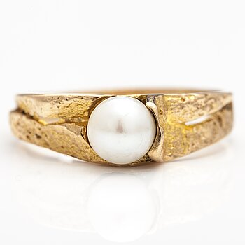 "BJÖRN WECKSTRÖM, A 14K gold ring ""Lapp spring"" with a cultured pearl. Lapponia."