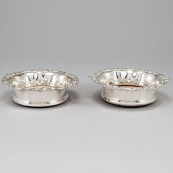 A pair of silver plated coasters, Sheffield.