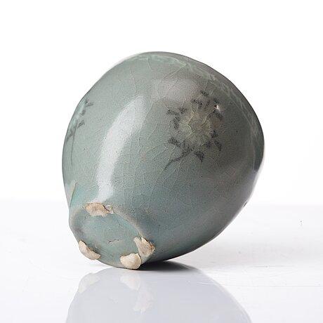 A korean bowl, koryo, 14th century.