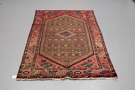 A rug, hamadan, ca 245 x 130 cm.