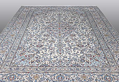 A carpet, kashan, 397 x 297 cm.