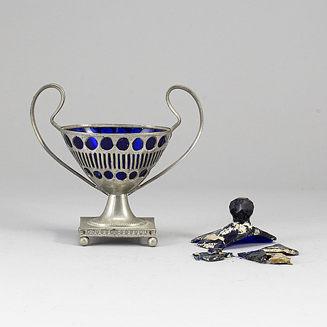 An early 19th century pewter sugarbowl by johan wiklund norrköping.
