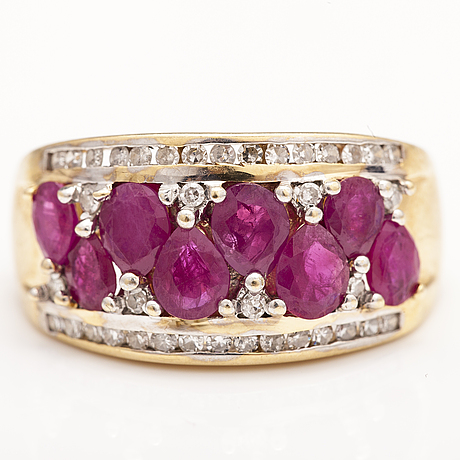 A 14k gold ring with synthetic rubies and diamonds ca. 0.38 ct in total.