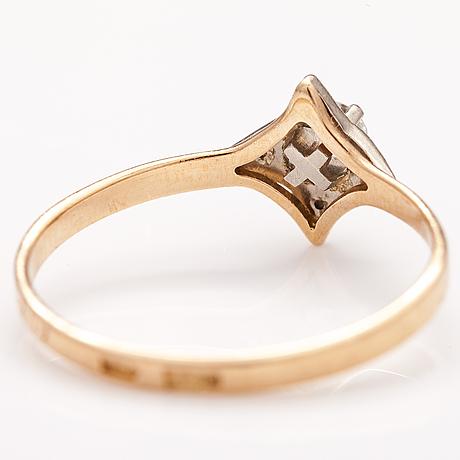 Sormus, 14k kultaa, timantteja n. 0.17 ct yht. moskova.