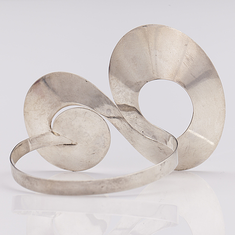 Paula hÄivÄoja, a sterling silver bracelet. pentti roos, helsinki 1968.