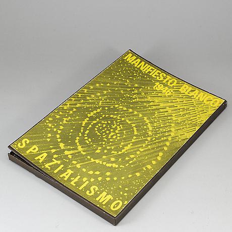 "Lucio fontana, book, ""manifiesto blanco 1946 spazialismo"", 1966."