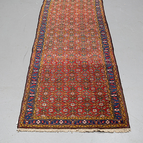A runner, semi-antique west persian /azerbajdzjan, probably, ca  423 x 99 cm.