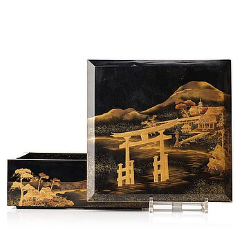 614. A Japanese lacquered box with cover, Meiji period (1868-1912).
