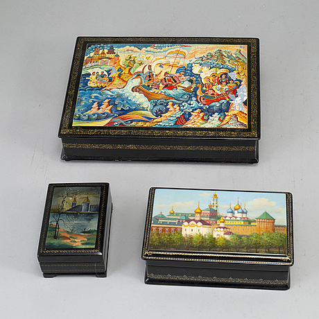 A set of 6 russian boxes.
