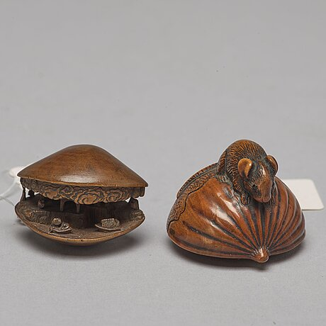 Two japanese wooden netsukes, meiji period (1868-1912).