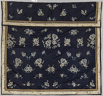 An embroidered silk panel, late Qing dynasty.