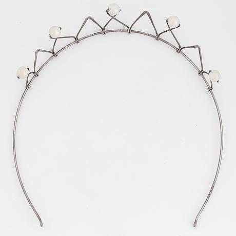 Silver tiara and imitation pearls.