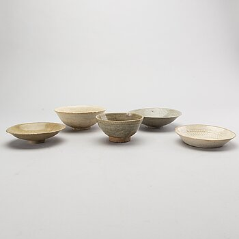 A set of 5 southeast Asian ceramic bowls 15th/16th century or older.