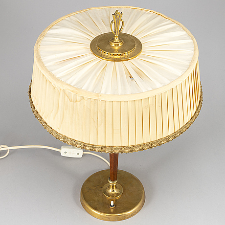 A mid 20th century table lamp.